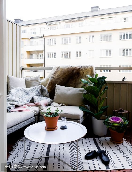 06-a-welcoming-nook-with-an-L-shaped-bench-potted-plants-and-a-small-coffee-table.jpg