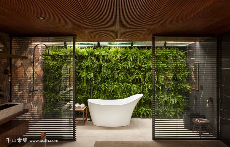 04-The-bathroom-also-features-a-gorgeous-living-wall-and-wooden-screens-to-divide-the-sink-zone-from-the-bathing-one-775x496.jpg