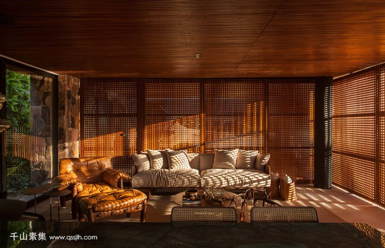 06-Wooden-screens-all-around-provide-enough-sunlight-yet-protect-the-spaces-from-excessive-sunlight-775x499.jpg