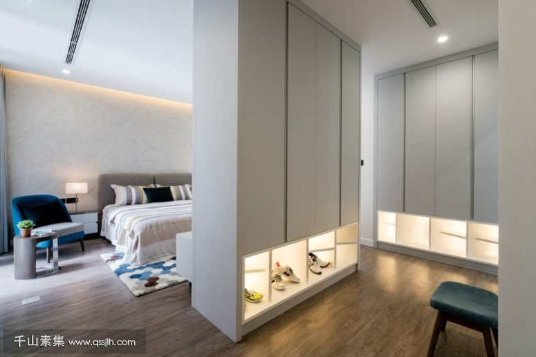 07-Heres-another-bedroom-with-a-separate-closet-and-additional-lights-775x517.jpg