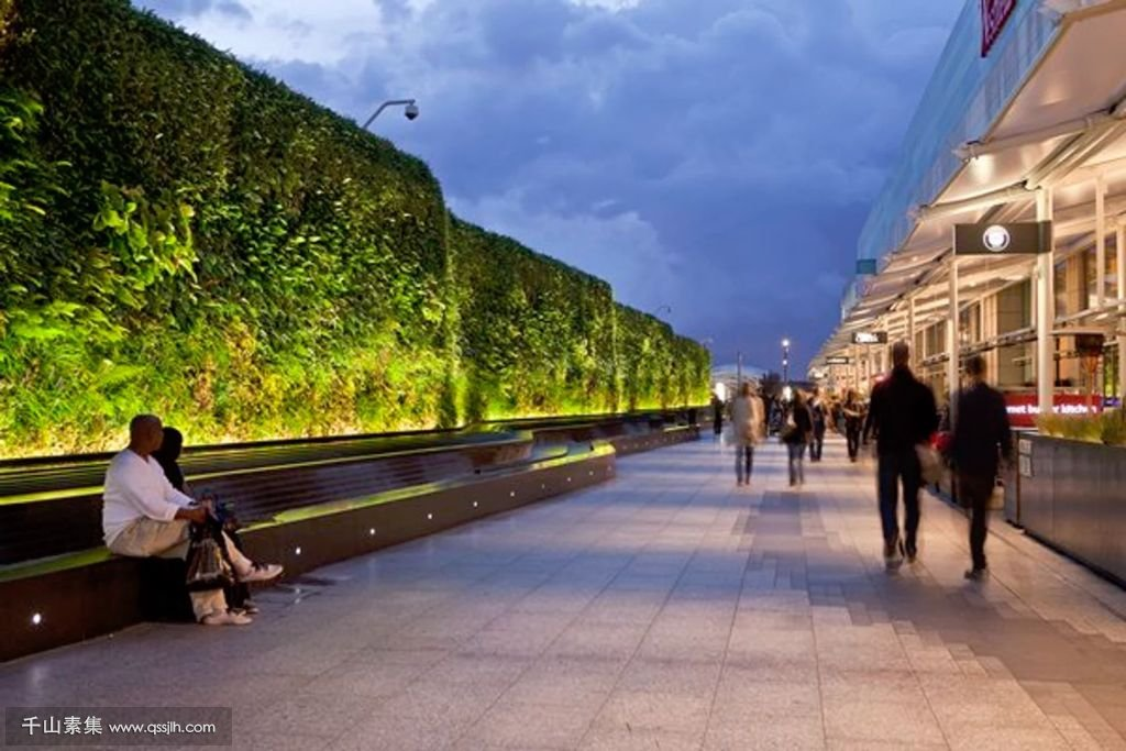 Living-Wall-at-Westfield-Shopping-Centre-by-AECOM-2.jpg