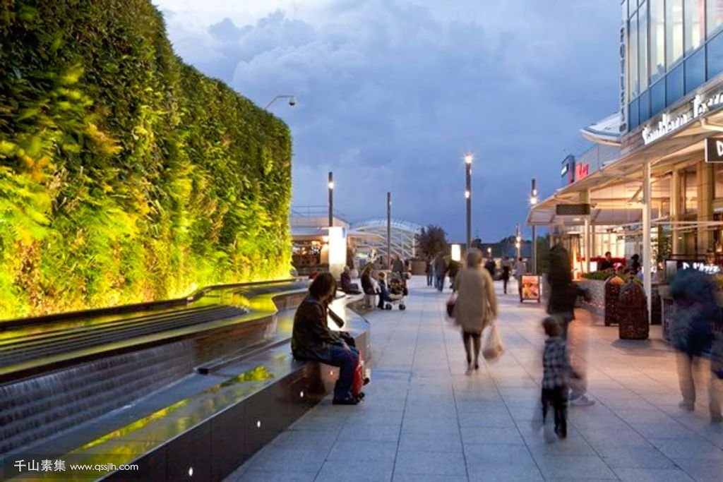 Living-Wall-at-Westfield-Shopping-Centre-by-AECOM-7.jpg